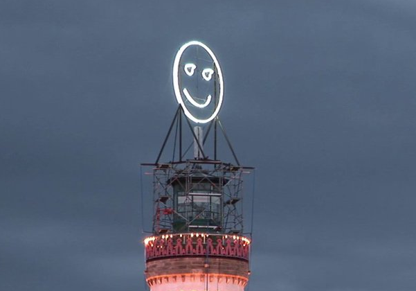 monumental_interactive_smiley